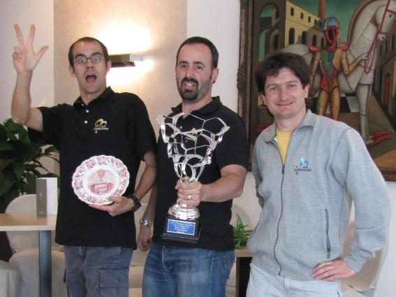 partendo da Sinistra: Andrea Dal Negro (copilota), Igor Charbonnier di Aosta (Pilota), Erik Farina di Aosta (Capo Macchina)